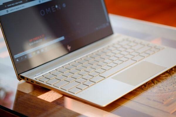 HP Envy 13 2019 Core i5 8250u / 8GB / 256GB / 13.3-inch FHD / 99%