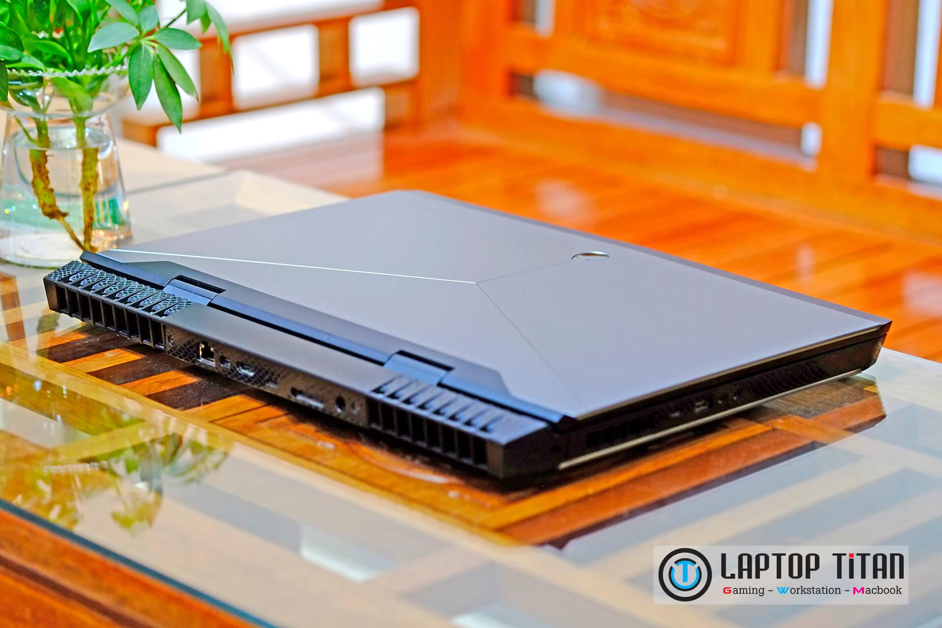 Dell Alienware 17 R4 laptoptitan 0010